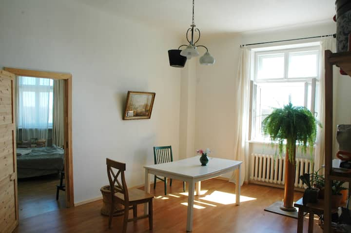Large apartment, 4km from center, 6 pers., 3 rooms
