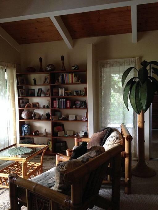 Alii Room Sitting Area