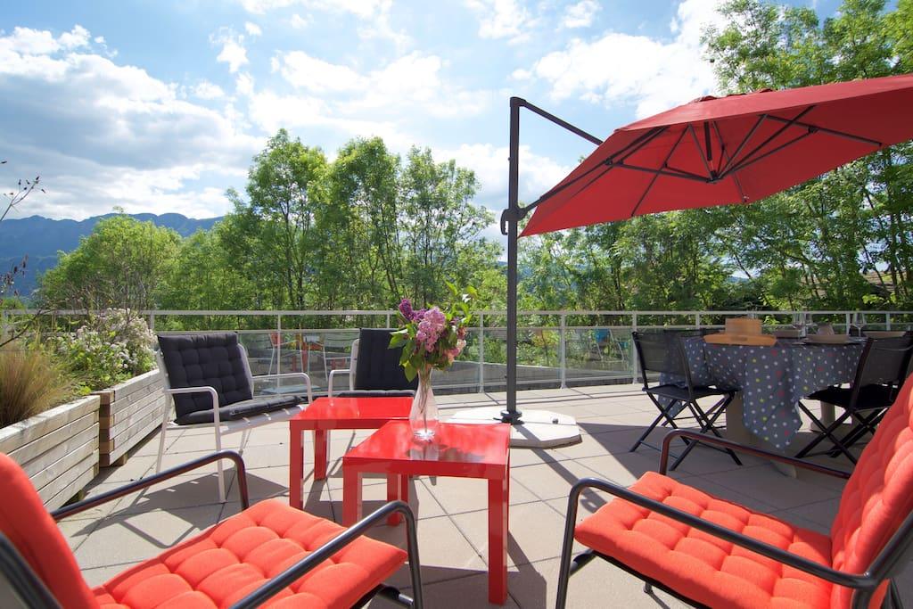 Très jolie terrasse aménagée - Plancha - Espace Lounge