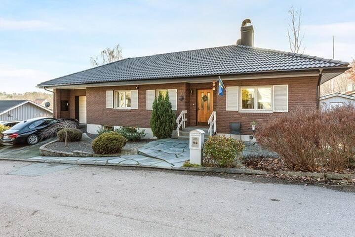 Stor villa med spabad nära centrala Göteborg