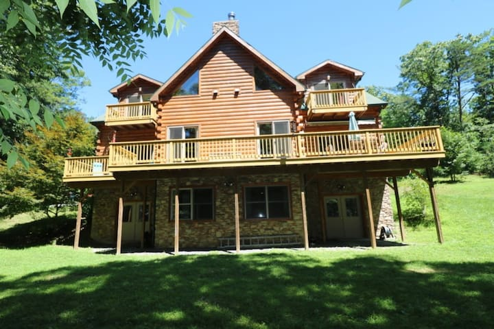 Log Home on Lake Raystown