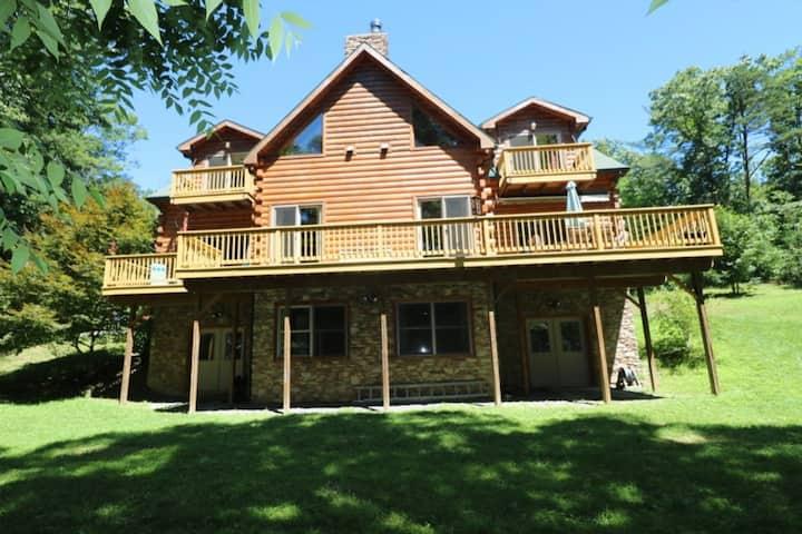 Log Home on Lake Raystown