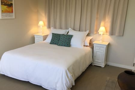 The Dunes B&B Contemporary, Luxurious and Relaxing - Papamoa