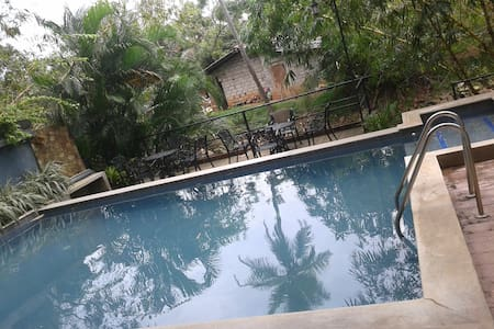 Summer Side Cottage Double AC rooms with pool - Negombo