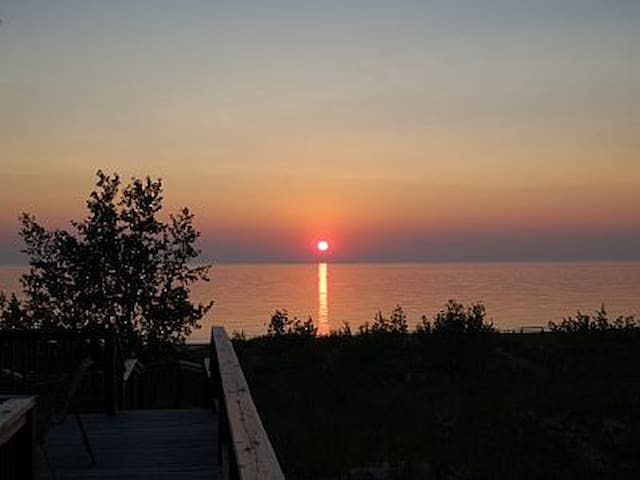 2 BR Private Lake Michigan Beach-Front Cottage - Pentwater - Cabin