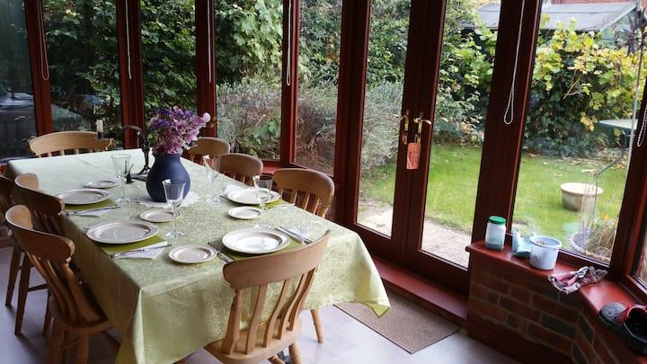 Quiet, elegant Upton home; >2 days clean window!