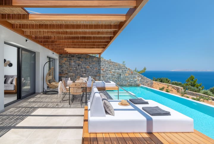 Villa Vittoria, Stunning sea views & heated pool!