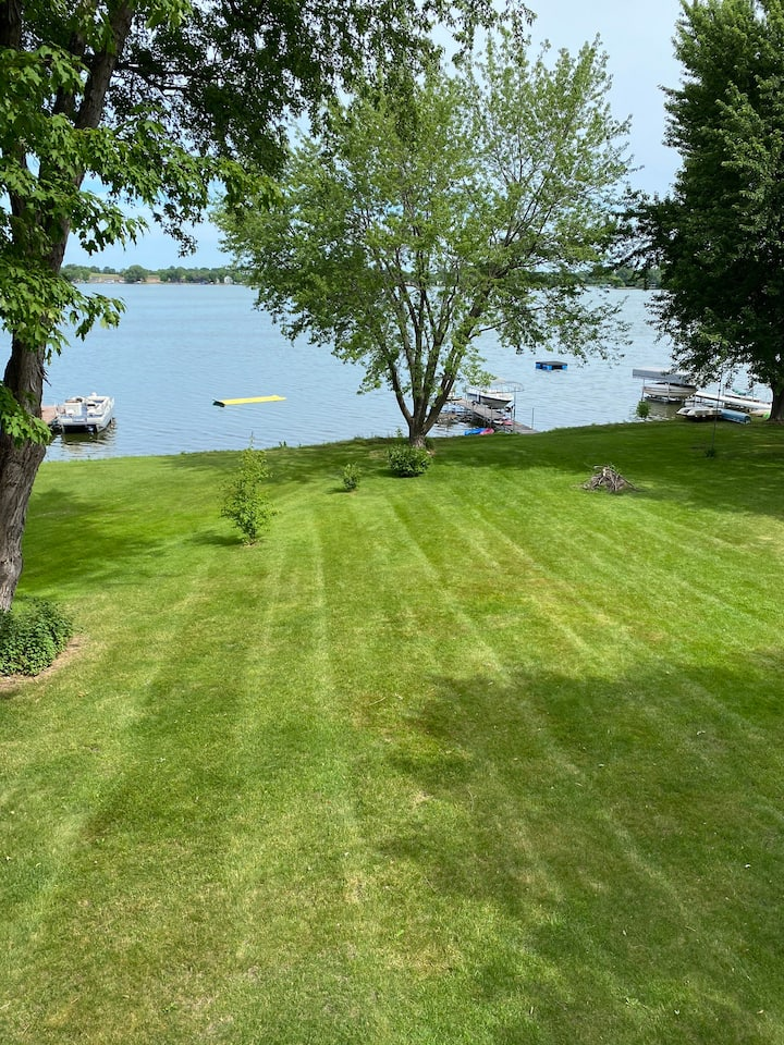 Beautiful lake home - 45 minutes from Twin Cities