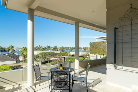 Opulent Harbourside Sydney Living - House