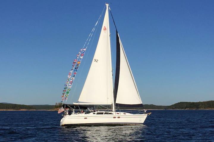 39'  Sailboat on Lake Ouachita - $0 Cleaning Fee!