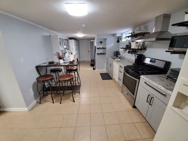 Clean & Cozy Apt on Quiet block, close to NYC/EWR.