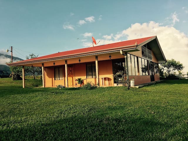 Casa en Santa Cruz de Turrialba - Turrialba - House