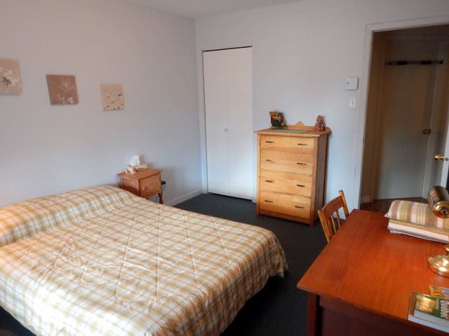 Deux chambres meublées, environnement tranquille - Longueuil - House