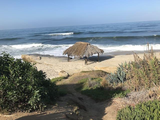 LA JOLLA TOWNHOME 1 BED-PEEK OCEAN VIEW NEAR BEACH