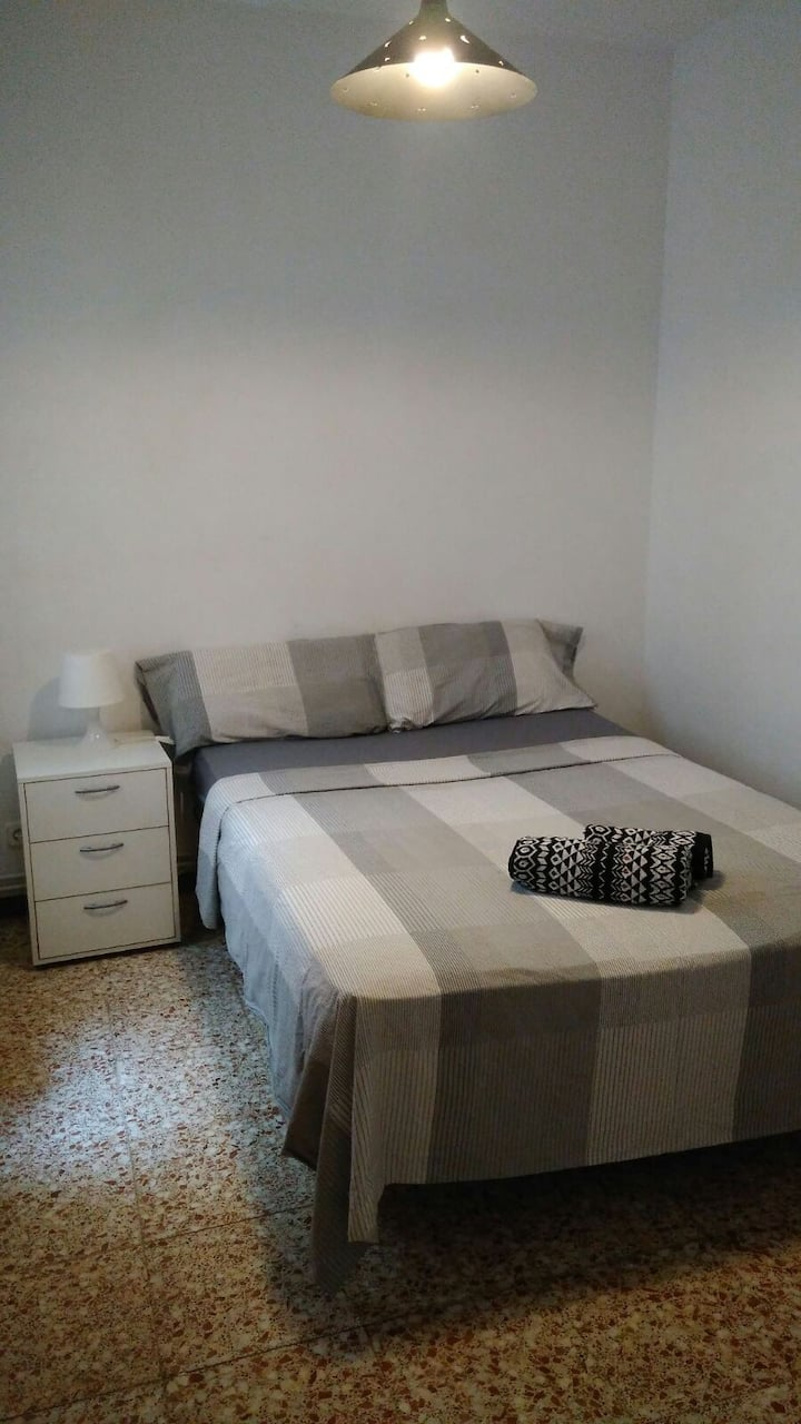 DOUBLE ROOM WITH PRIVATE BATHROOM IN BCN CENTER
