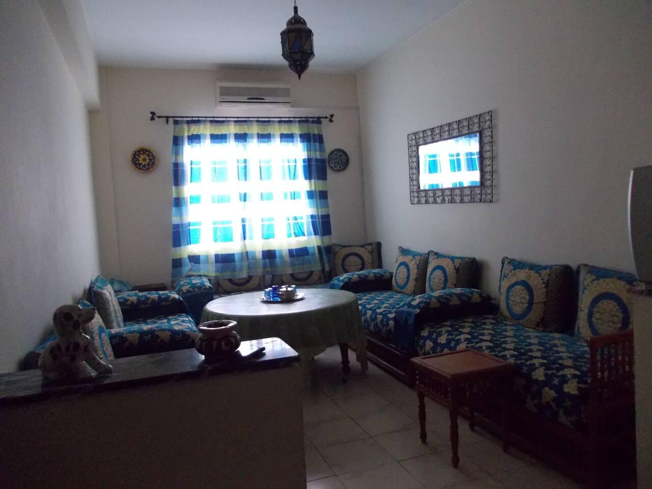 Salon traditionnel marocain,lumineux et spacieux