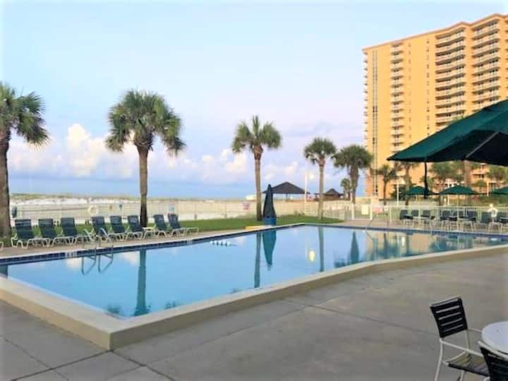 Beach Condo for 6 w/Kitchen.2Doubles&Sofabed DH-T6