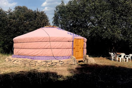 Yurta en una granja escuela ecológica