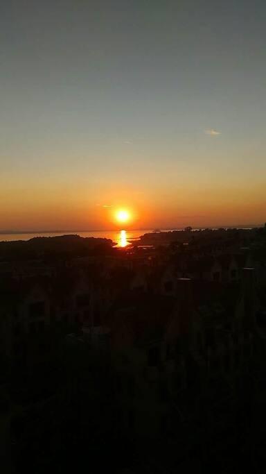 起早看海上日出吧!