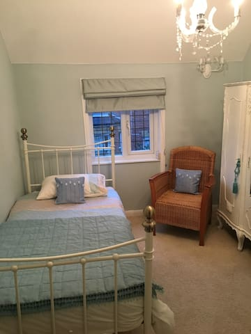 Two single rooms, private bathroom in Herne Bay - Herne Bay - Hus