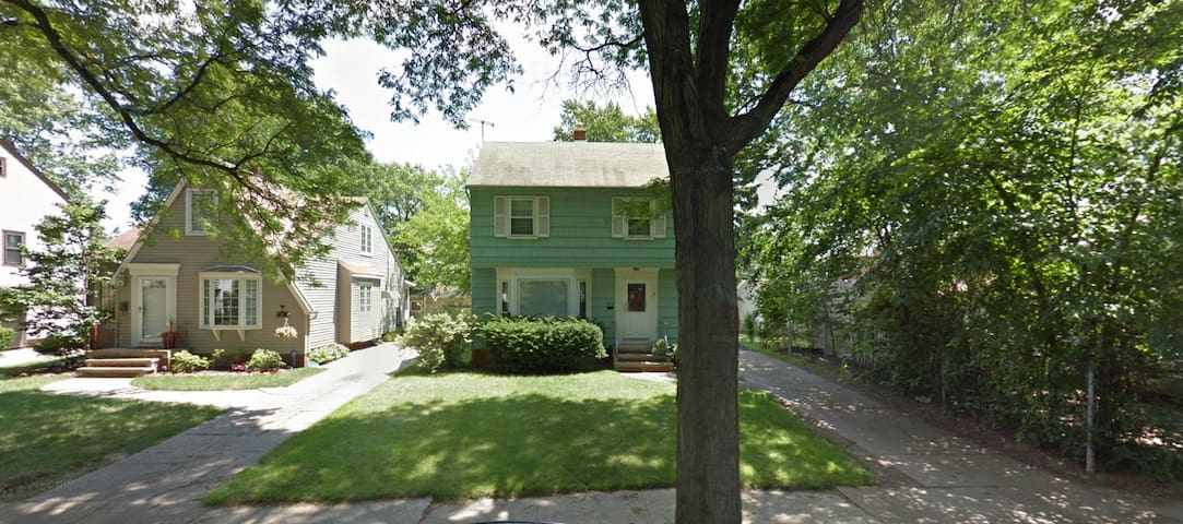 Charming Westside Colonial (Pets OK!) - Cleveland - House