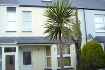 family house 5 min walk to town and beaches