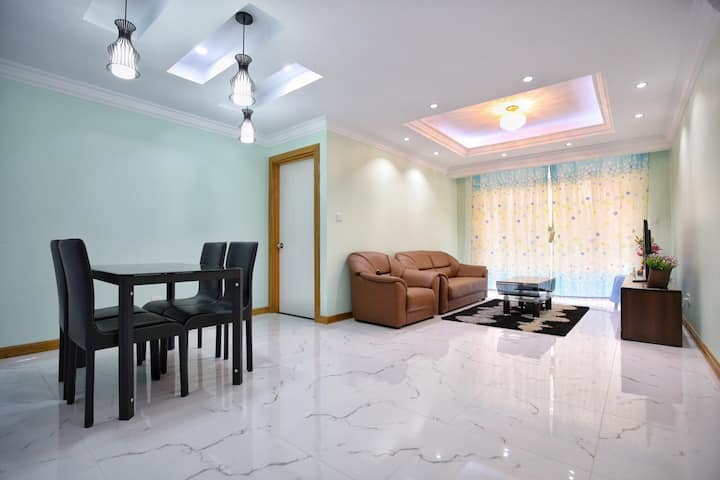 Whole Flat $700/mth (with full package)