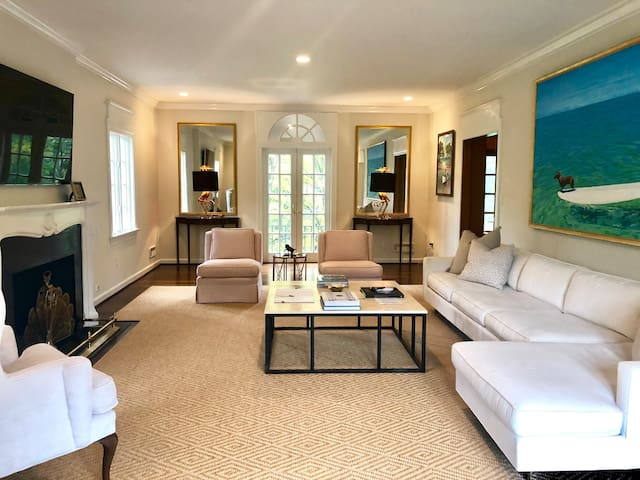 Magnificent Home mins to Downtown with Concierge