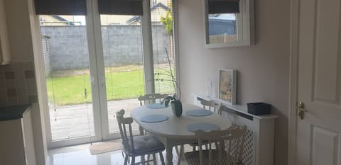 Lovely double room in a gorgeous house