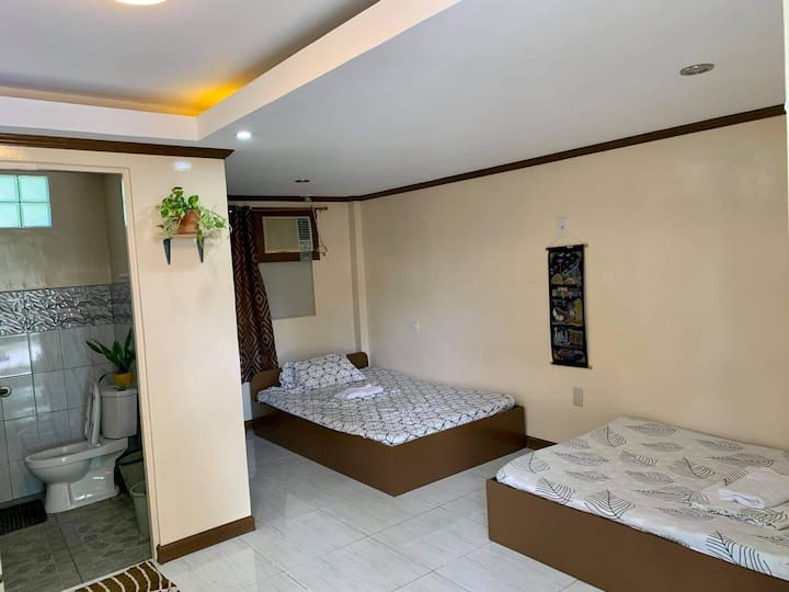 4 pax for P799/night/night only!