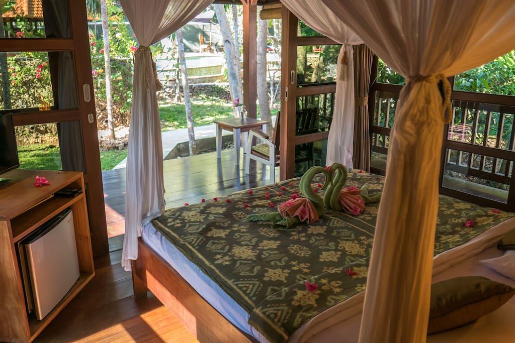 Bungalow 3 exclusive bali bungalows bungalows zur for Traditionelles haus bali