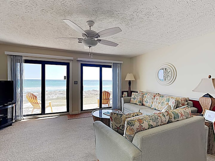 Ground Floor Beach Condo with Private Patio. Steps to the Sand!