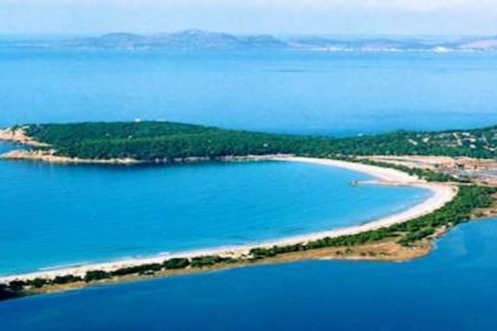 spiaggia di Portopino vista dall'alto