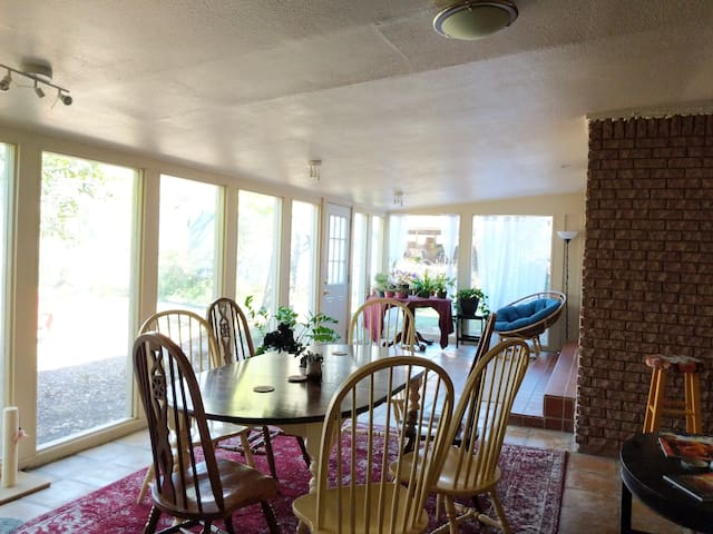 Comfy, Quiet, Convenient Room + Huge Sun-room!!