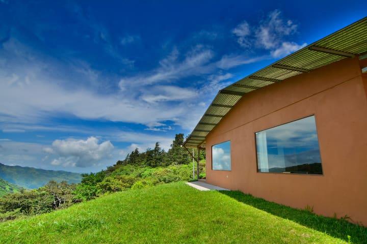 Casa Rainbow Valley. - Monteverde - Rumah