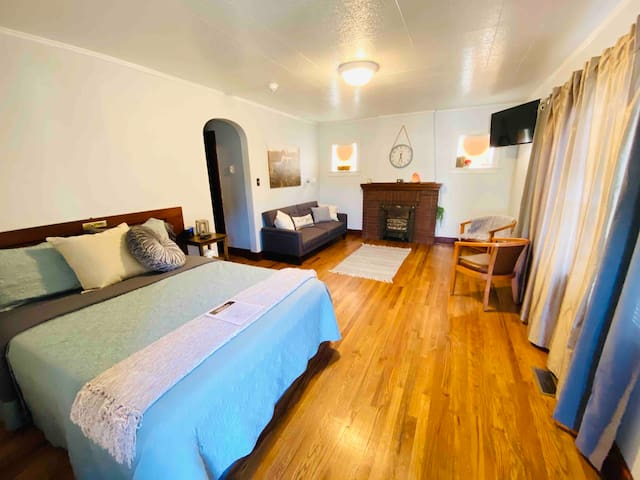 The Hideaway on Main, Rustic Unit