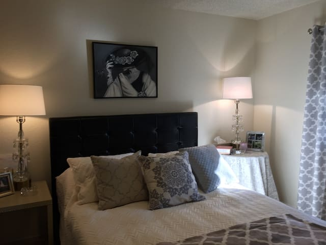 Designer's Apartment by Fig Garden Shopping Center - Fresno - Apartment