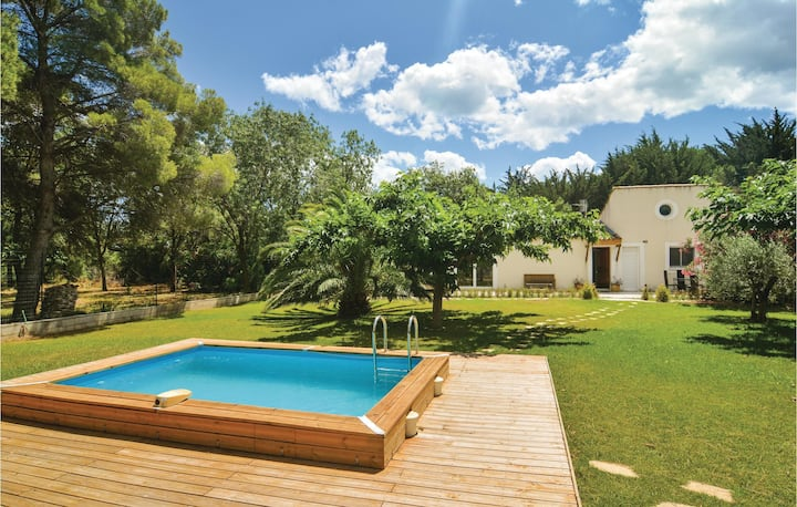 Beautiful home in Villen.-lès-Maguelone with WiFi and 3 Bedrooms