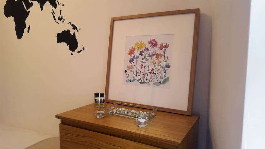 Chest of drawers with decor