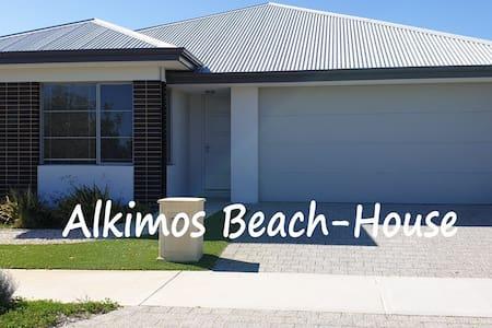 Beautiful, spacious, Alkimos Beach-House