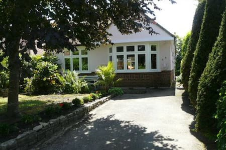 Beautiful Bungalow with Log Cabin - HB5757 - Poole - Bungalow