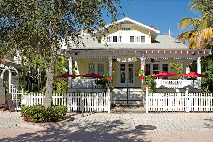 Key West atmosphere at a Historic B&B (Gardenia) - West Palm Beach - Bed & Breakfast