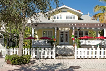 Cozy Key West atmosphere at a Historic B&B - West Palm Beach