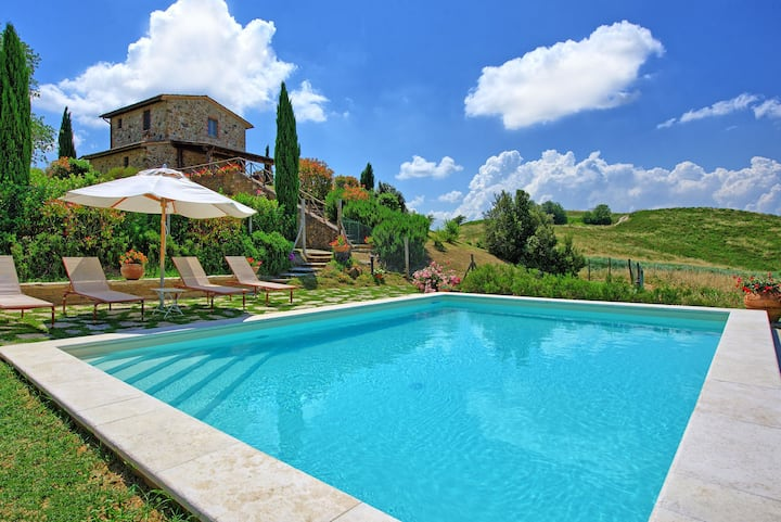 Castelmuzio - Holiday Country House with private swimming pool near Siena, Tuscany