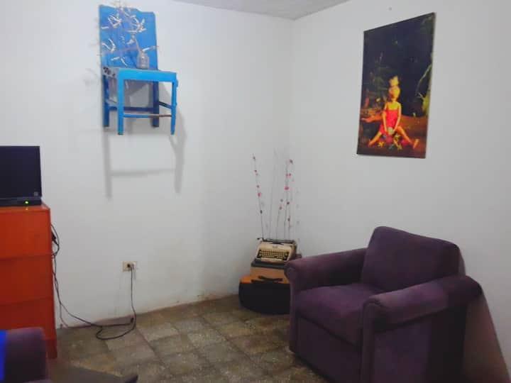 Habitación y uso de casa p. 2 pers. zona tranquila