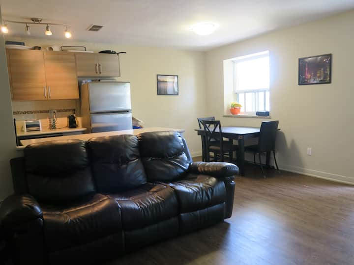 2 bedroom apartment in Toronto lakeshore