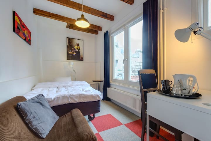 TOPlocated  single use Room&bathrm in CANALHOUSE