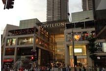 Pavilion Shopping Mall(700m) 国际级购物中心(700米)
