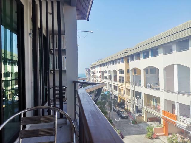 A·阿芭尼酒店式公寓~家庭套房201(侧海景阳台)