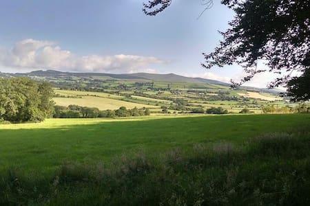 Spacious Countryside Getaway - Gorey